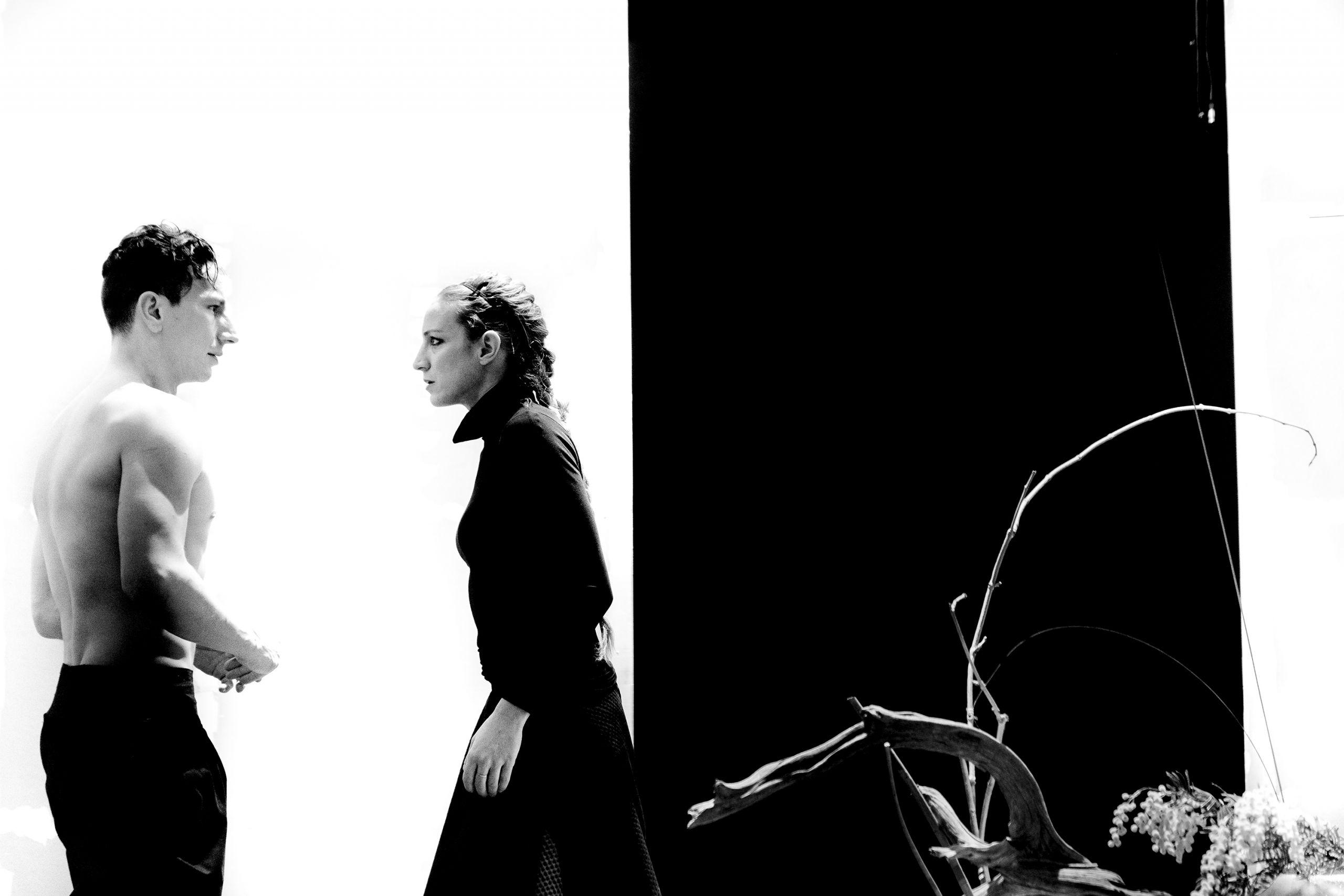 Στην πρόβα: «Φαίδρα» στο Θέατρο Προσκήνιο – Η φύση σε περιορισμό